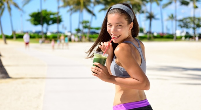 woman with detoxing smoothie