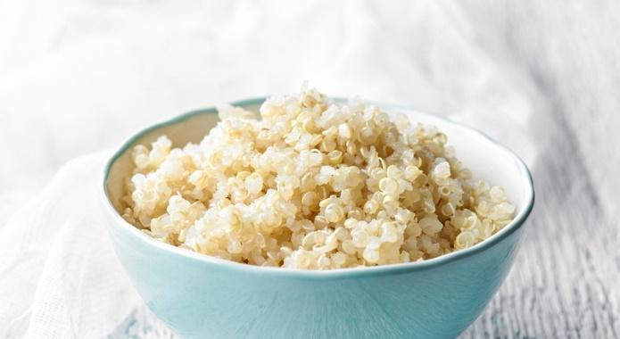 bowl of boiled quinoa