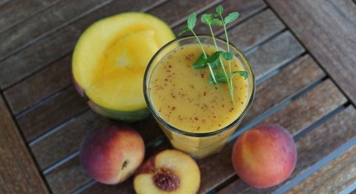 smothie with mango