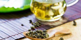 oolong tea on wooden spoon