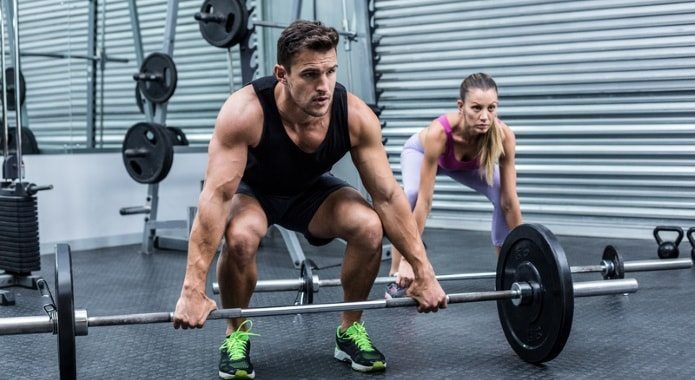 couple-lifting-weights-min