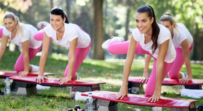 girls-doing-aerobics-min