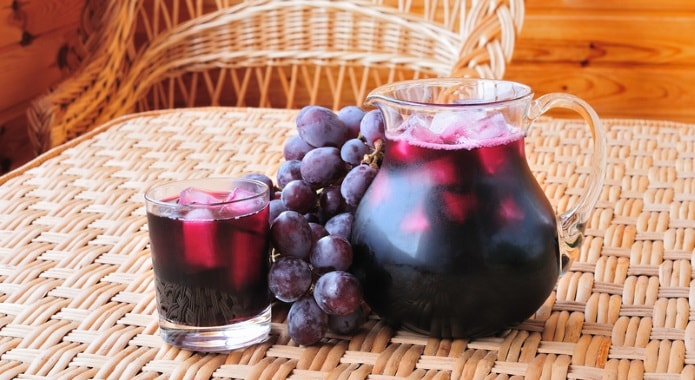 black-grape-juice-min