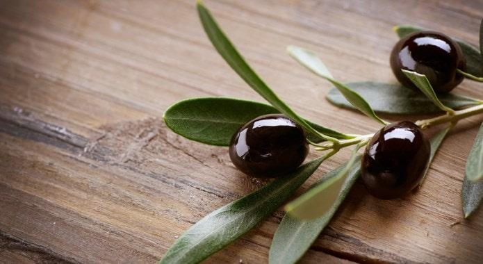 black olives-min