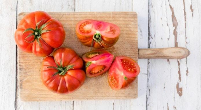 brandywine tomatoes-min
