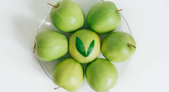 green-apples-on-table-min