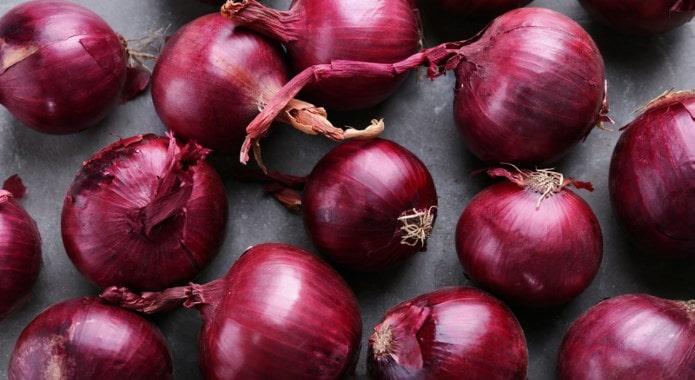 red onions-min