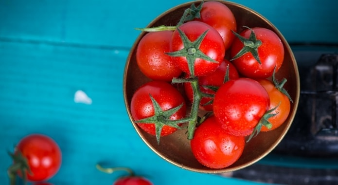 tomatoes-in-bowl-min