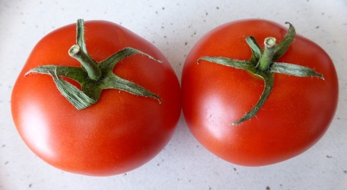 tomatoes-on-white-table-1-min